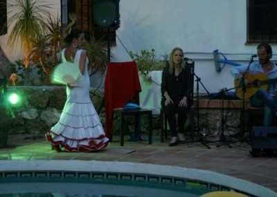 Live flamenco music and Dancing